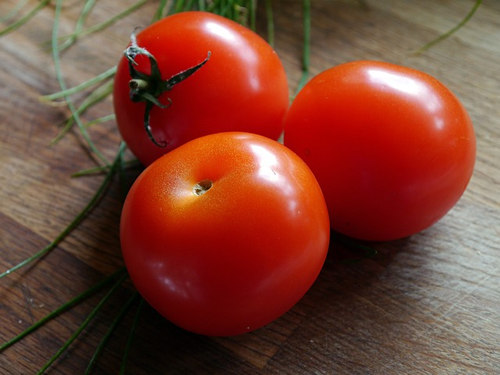 tomato-kitchentable